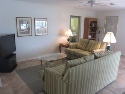 Vacation Homes in Marco Island villa rental - Enjoy TV in the Comfortable Family Room