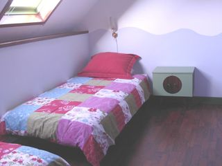 The blue room with 2 single beds