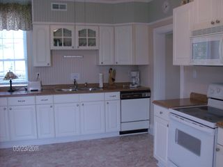 Colonial Beach house photo - The spacious eat-in kitchen is fully equipped!