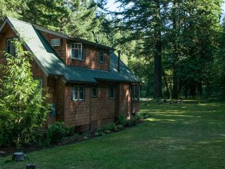 McKenzie Bridge cabin photo - Now you are at ground and river level. All you hear is the river and birds