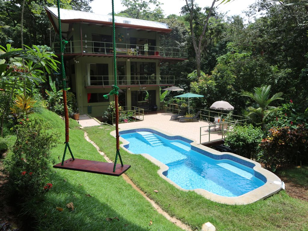 Jungle roost a beautifully appointed 4 story tree house for Costa rica tree house rental