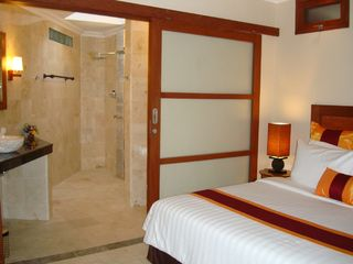 Bedroom with en-suite. Dual Vanity and showers. - Candidasa villa vacation rental photo
