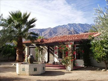 Palm Springs house rental - Front of house