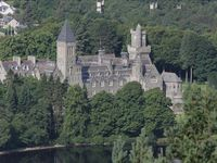 Luxury 2 Bed Apartment on the Beautiful Shores of Loch Ness