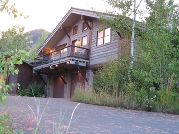 Catch sunrise or sunset from private decks at this mountainside hideaway!
