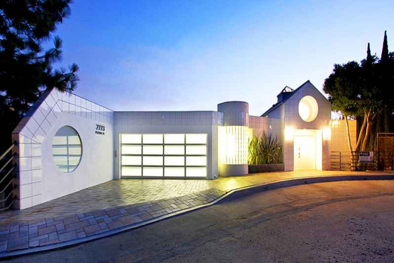 Hollywood Hills Architectural 4,650 Sq' House with Hilltop Views