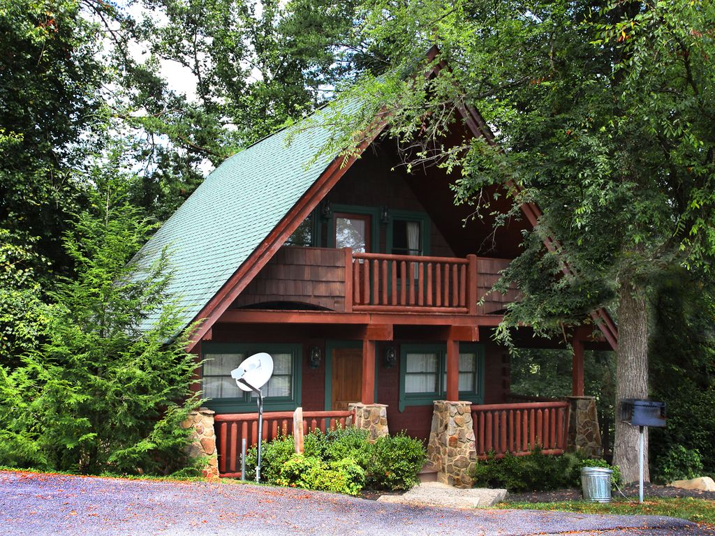 Luxury cabin located minutes from dollywood vrbo for Gatlinburg dollywood cabins