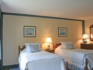 Nantucket Town house photo - Front Guest Bedroom - Twin Beds *Front & Back Bedrooms share a Full Bath*