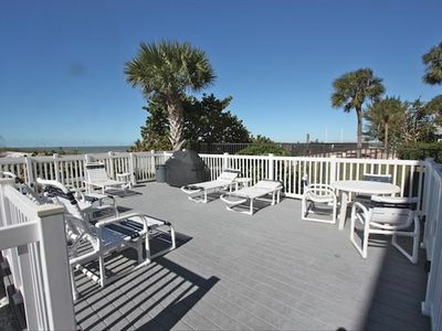 Sundeck with BBQ Grill and tables