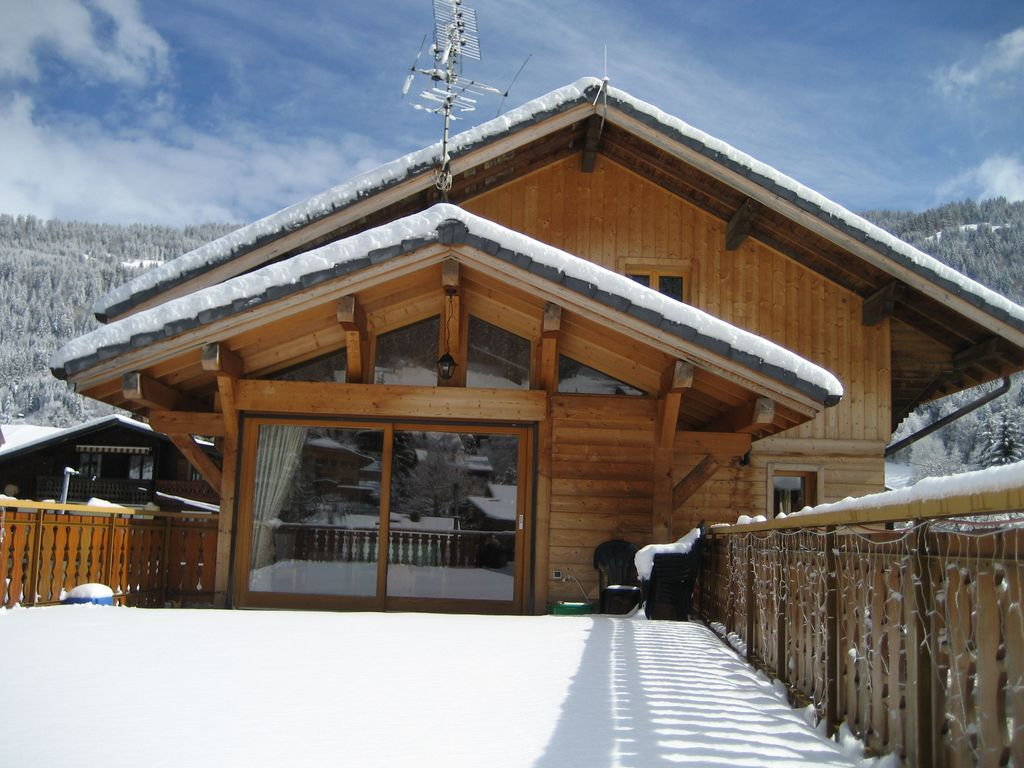 Chalet la ruche central morzine modern self catered for Chalet moderne plan