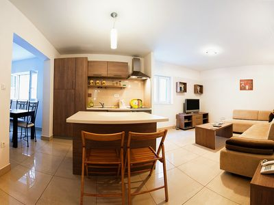 Split apartment rental - Living Area & Kitchen Varos