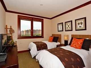 Ko Olina villa photo - Second Bedroom with Twin beds and Flat Screen TV