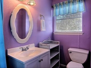 Port Aransas house photo - Upper guest bathroom
