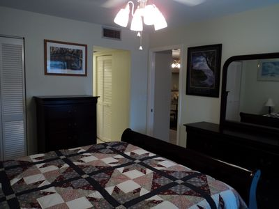 Venice condo rental - Master bedroom, all new furniture.