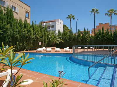 Bright, large apartments, pool, 2 separate bedrooms, just 200 m to the beach