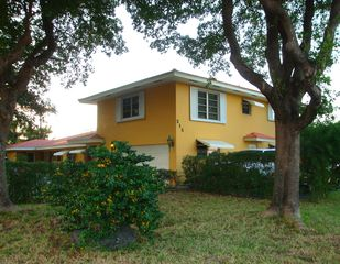 Pompano Beach villa photo - Villa is located in quiet neighborhood and just a short walk to the beach.