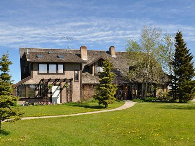 Family Friendly Country Lodge 15 Minutes Away from Waterton Lakes National Park