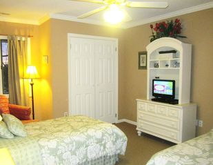Harbor Island house photo - 3rd bedroom has two twin beds, flatscreen cable TV and DVD player, reading nook.