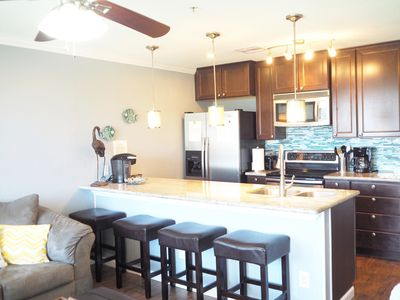 Beautiful Updated Condo with Pool and Ocean View