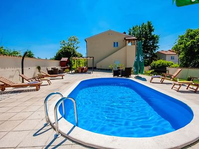 Modern detached villa with private pool, large garden, Wi-Fi