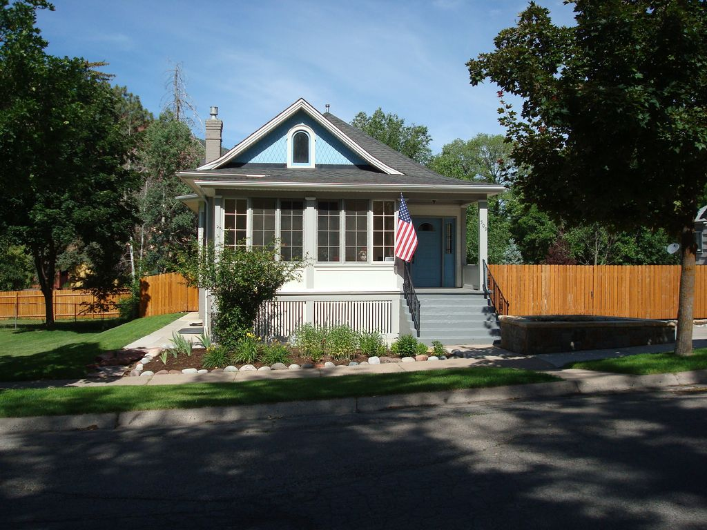 Downtown victorian with modern finishes and vrbo for Cabins for rent near glenwood springs