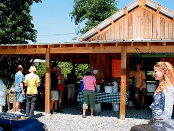 Family farms provide local food, tours and roadside stands.