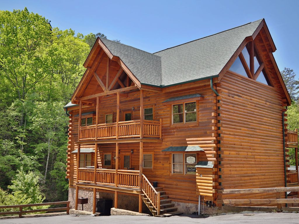 6 Bedroom Cabin  Theater Room  Game Room  Hot Tub  Sleeps 22  Dogs Ok  Grill