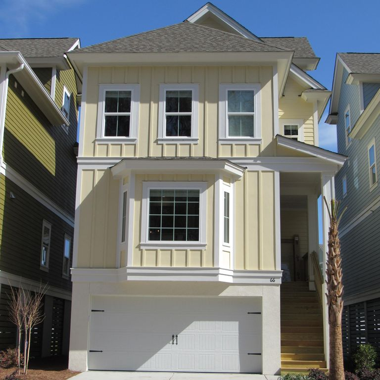 New 5 bedroom w/PRIVATE POOL Very close to the beach!  2 Master bedrooms