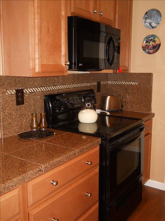 Please enjoy preparing a wonderful meal in our well-equipped kitchen!