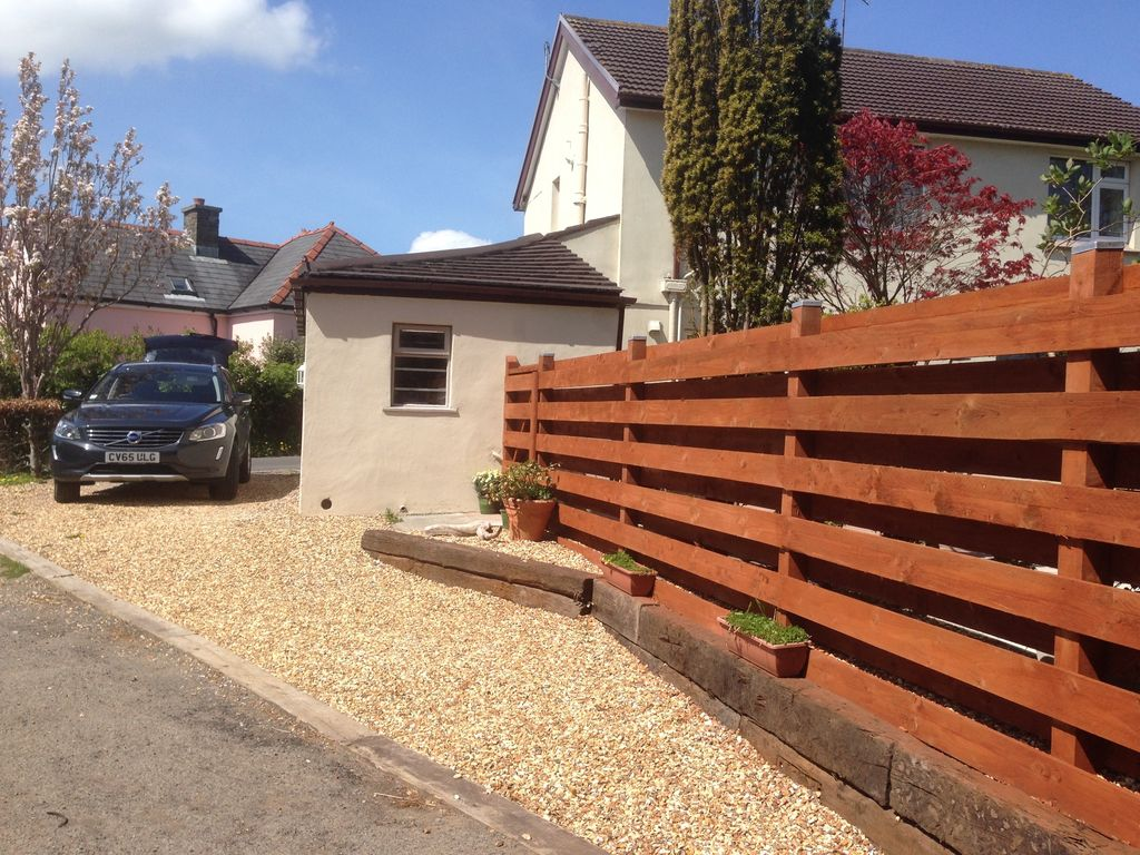 Situated 5 Minutes Walk From Pembrokeshire Coast Path And 10 Minutes To Beach