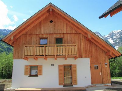 New chalet with its own sauna located at the Hallstättersee in Obertraun.