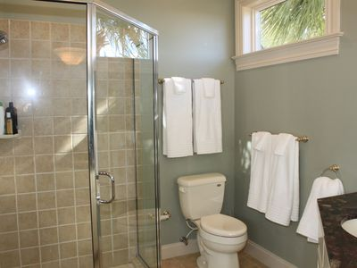 Isle of Palms house rental - downstairs shared bath