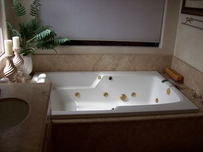 Newport Beach house rental - Master Bathroom Tub