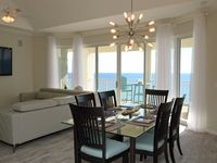 COASTAL CHIC 2-BEDROOM PENTHOUSE. INCLUDES  COMPLIMENTARY BEACH CHAIRS & WIF-FI!