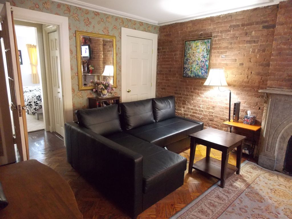 Super Convenient Carroll Gardens Apartment with Private Entrance 1
