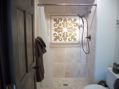 Stand up marble showers with rain curtain shower heads