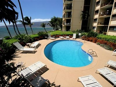 Relax by the Kealia Resort pool, while listening to the Maui waves!