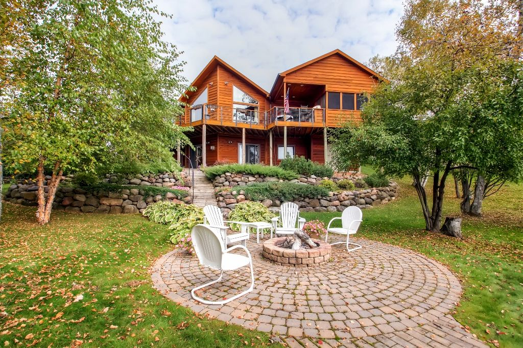Immaculate 3br waterfront rice lake homeaway northern for Fishing cabin rentals wisconsin