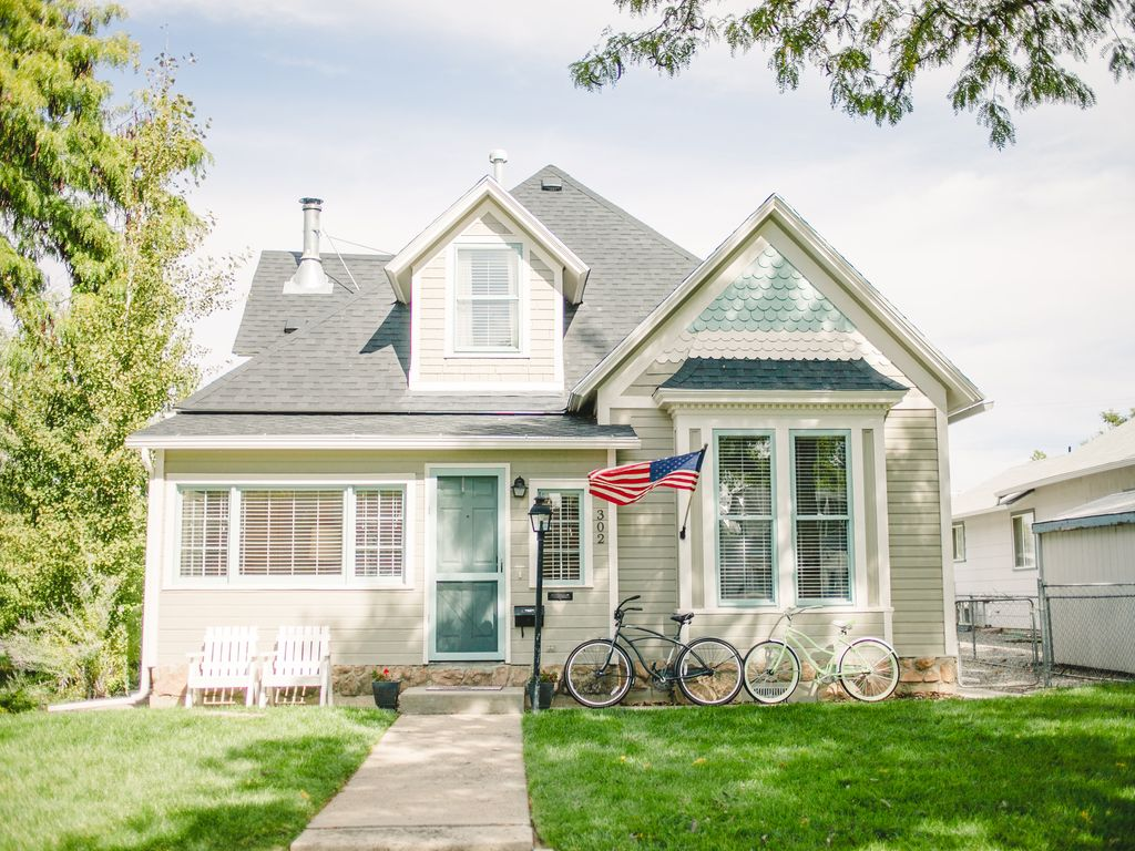 Walk downtown from our charming victorian home vrbo for Our victorian house