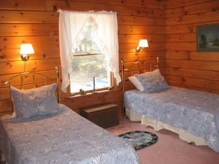 Surry house photo - twin bed set-up