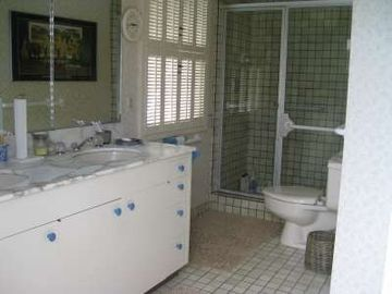 MASTER BATH FEATURES 2 SINKS WITH A LARGE SHOWER