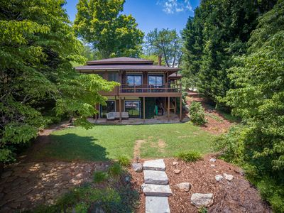 Lakeside Pagoda-Lake and Mountain Views- Easy Walk To Private Dock W/ Boat Slip