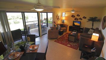 Wailea condo rental - Newly furnished Living & Dining area
