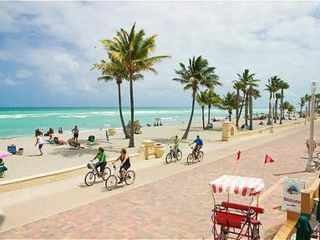 Hollywood Beach condo photo