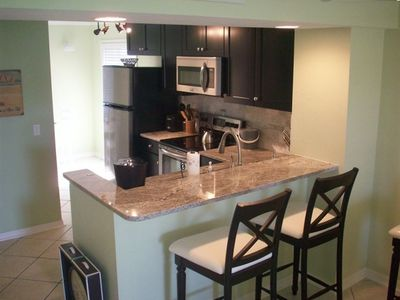 Updated kitchen/stainless steel appliances/ seating granite bar