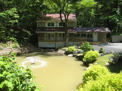 Pigeon forge chalet rental catch release fishing pond for Pigeon forge cabins with fishing