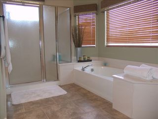 Goodyear house photo - Deep soaker tub in ensuite...