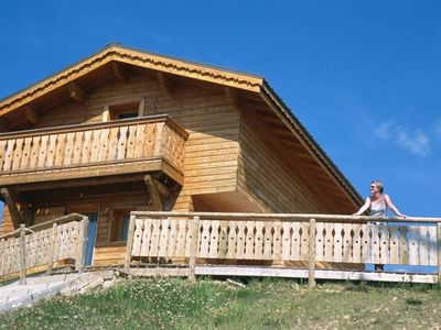 Ideally located chalet on the edge of the piste.
