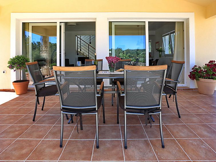 Air-conditioned accommodation, close to the beach