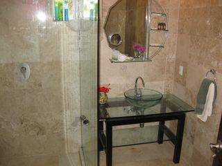 Playa del Carmen condo photo - Second bathroom with glass shower